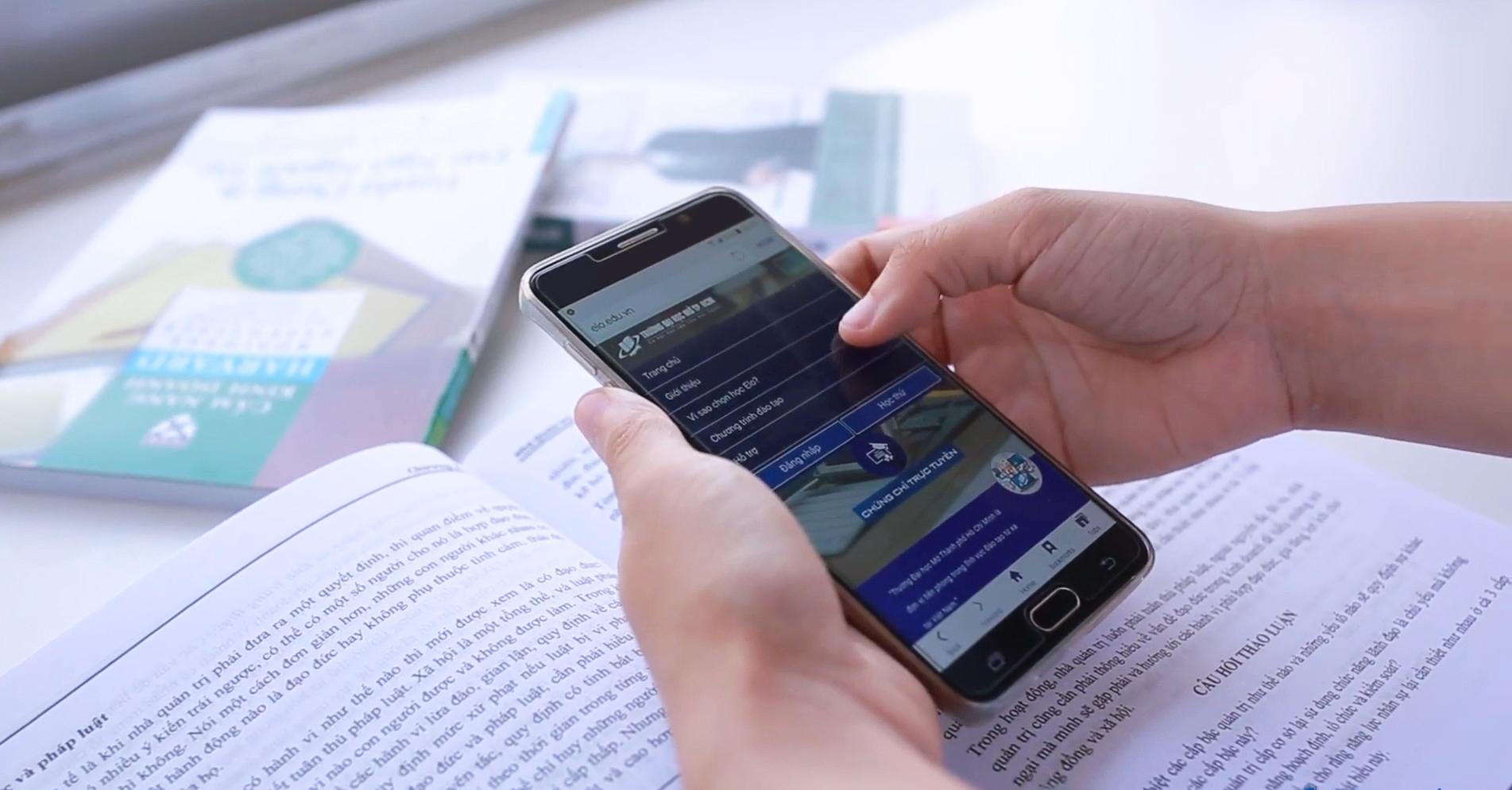 Trường ĐH Mở TP.HCM triển khai dịch vụ trực tuyến tại nhà theo yêu cầu, chủ động thích ứng trong mùa dịch Covid-19